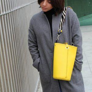 Bolso amarillo en piel diseño con color