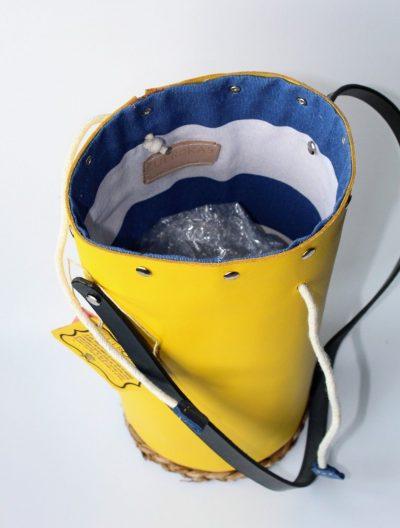 Bolso cilindro  amarillo en piel
