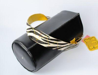 bolso de piel hecho a mano color negro