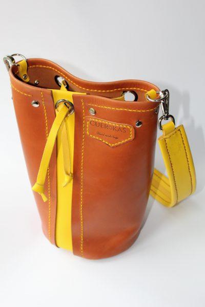 Bolso cilindro marron  caramelo