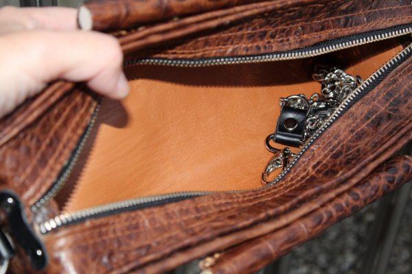 vista interior de bolso cartera