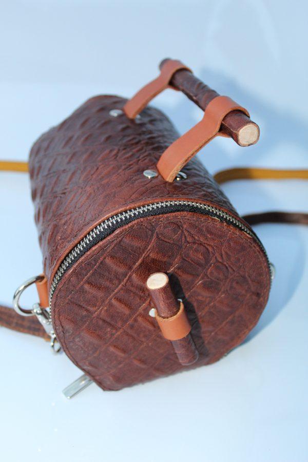 Bolso mochila en piel  cocodrilo