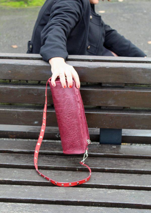 bolso tubo color burdeos