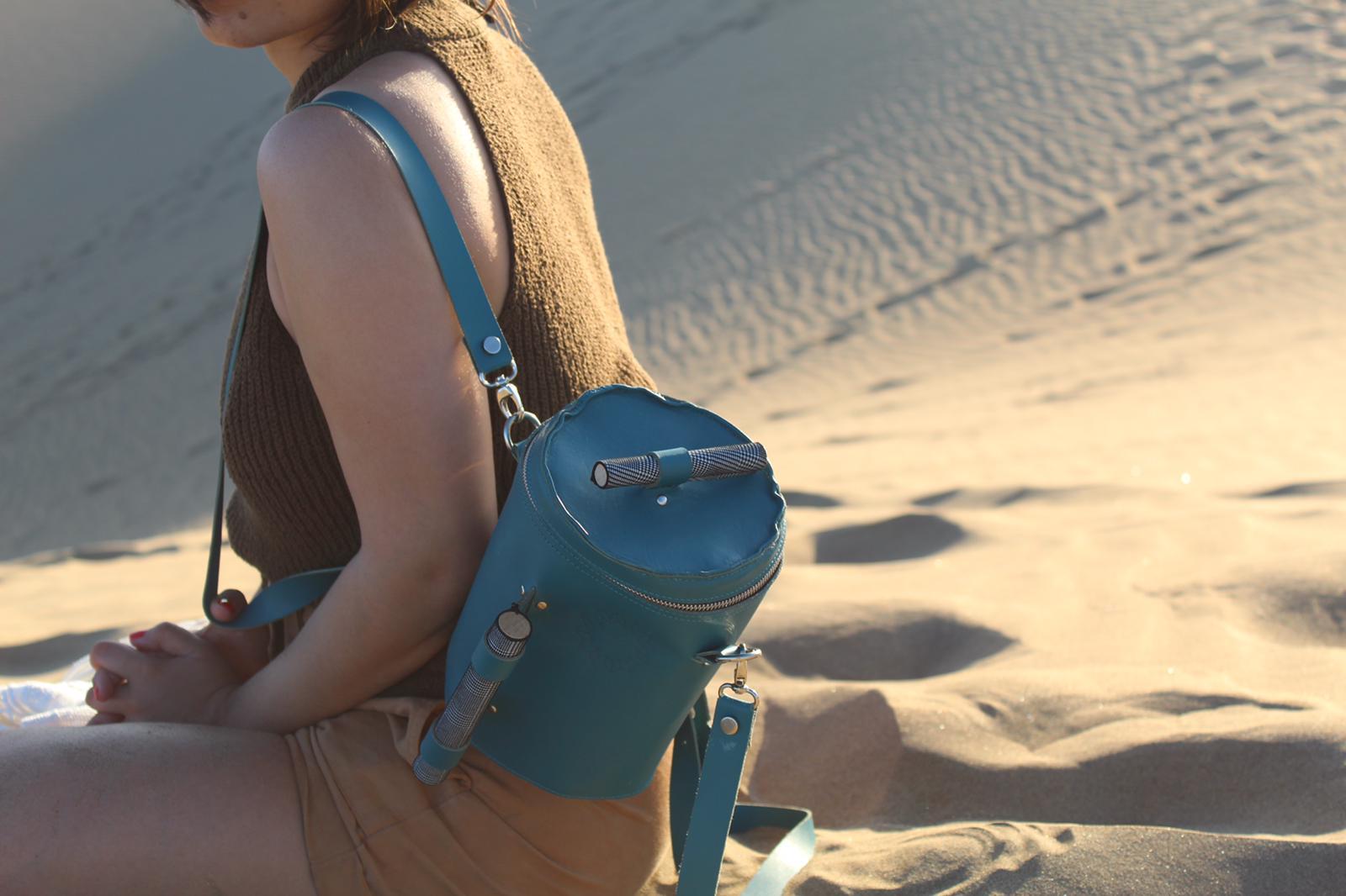 bolso mochila en piel con look tostado