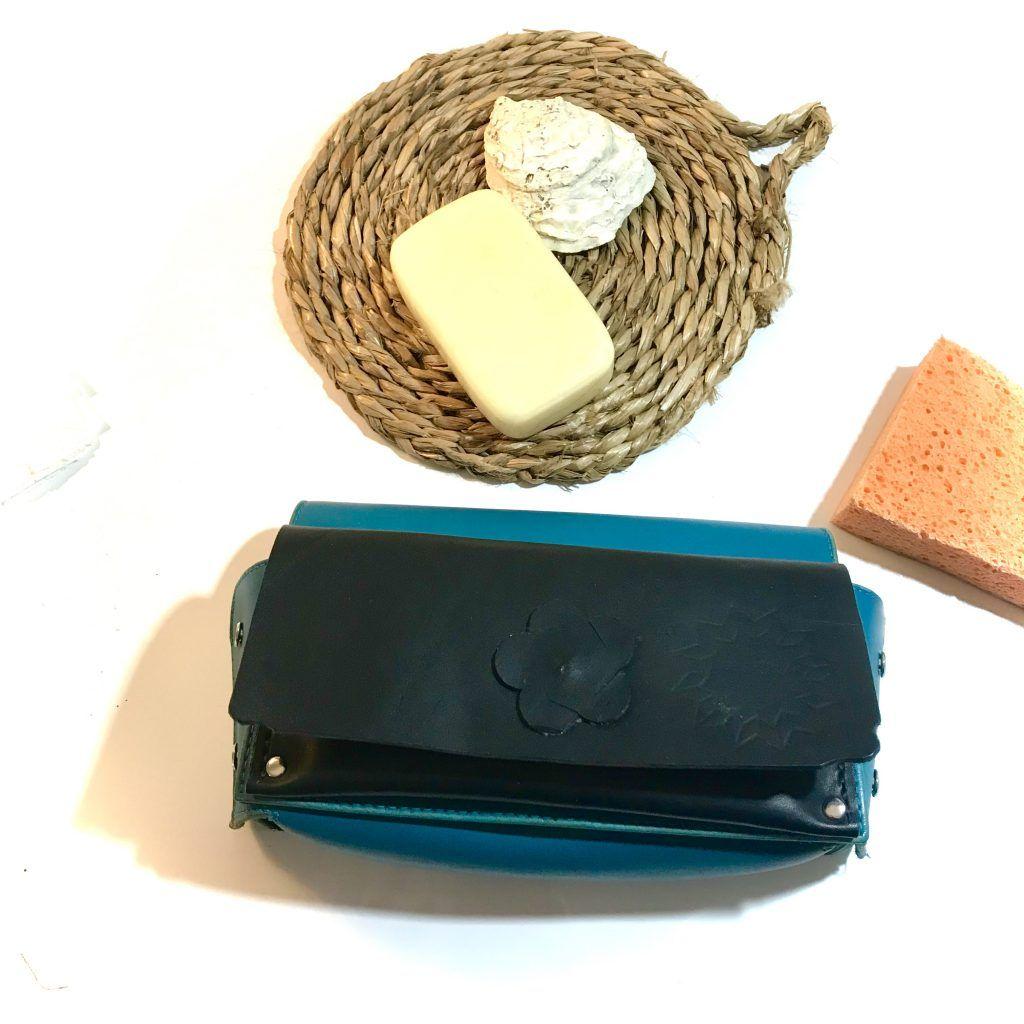 Utensilios de limpieza de un bolso de piel
