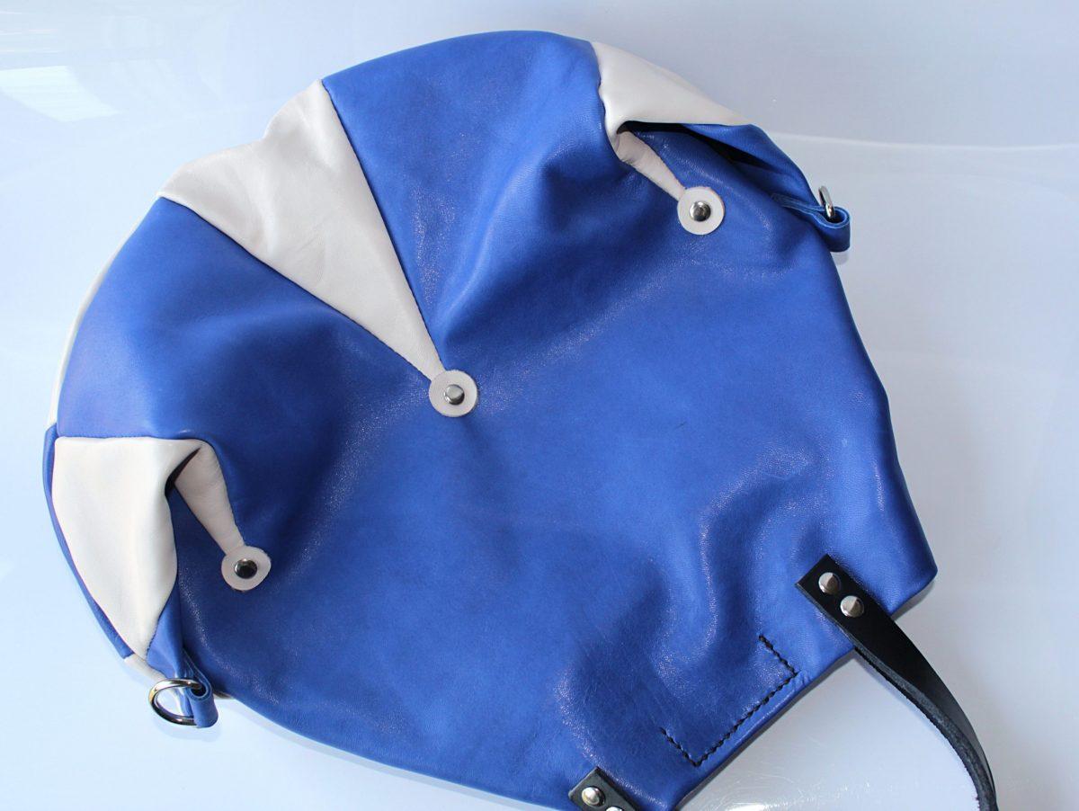 Mochila de piel azul modelo bufon de cuerokas