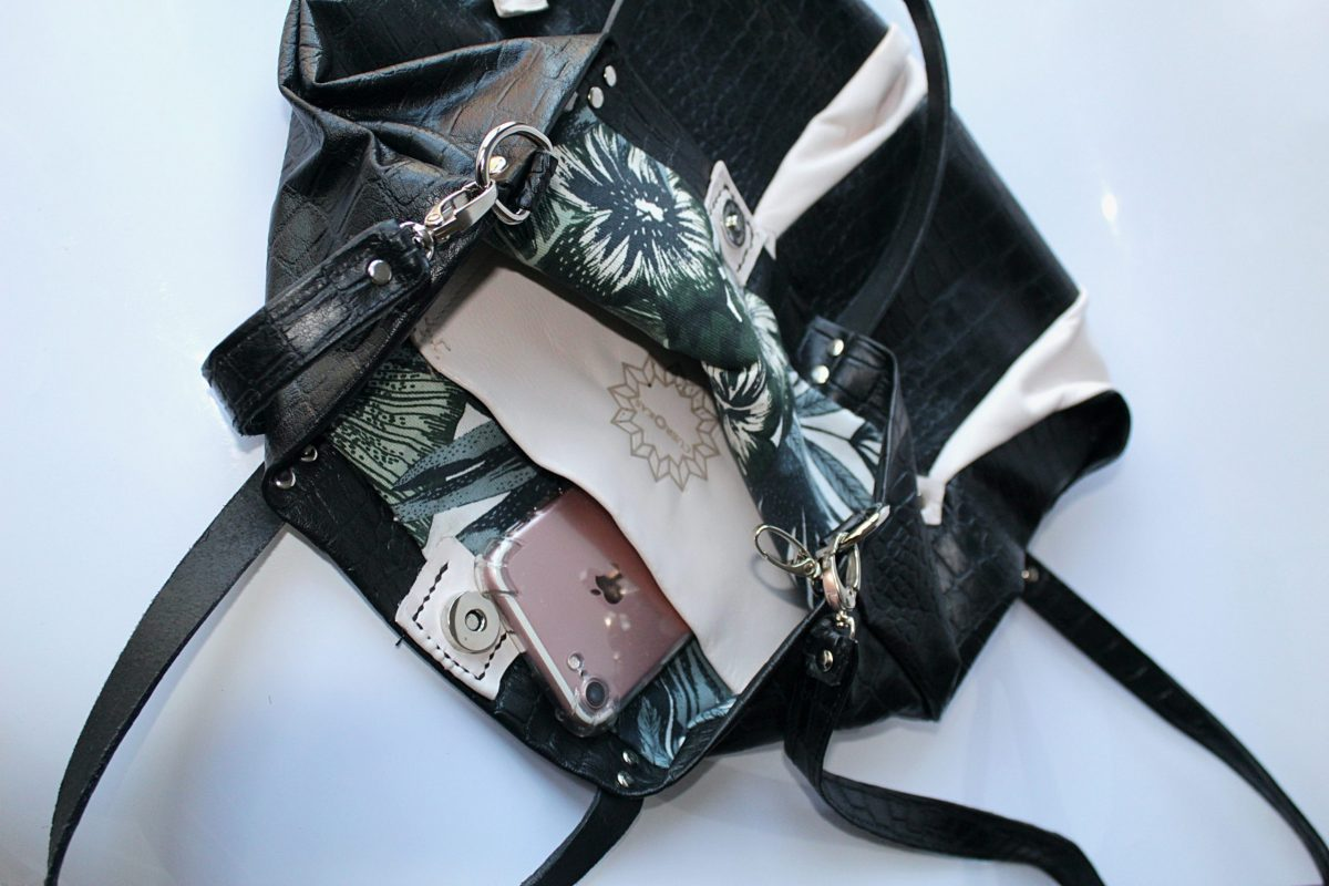 interior de mochila bufon negra