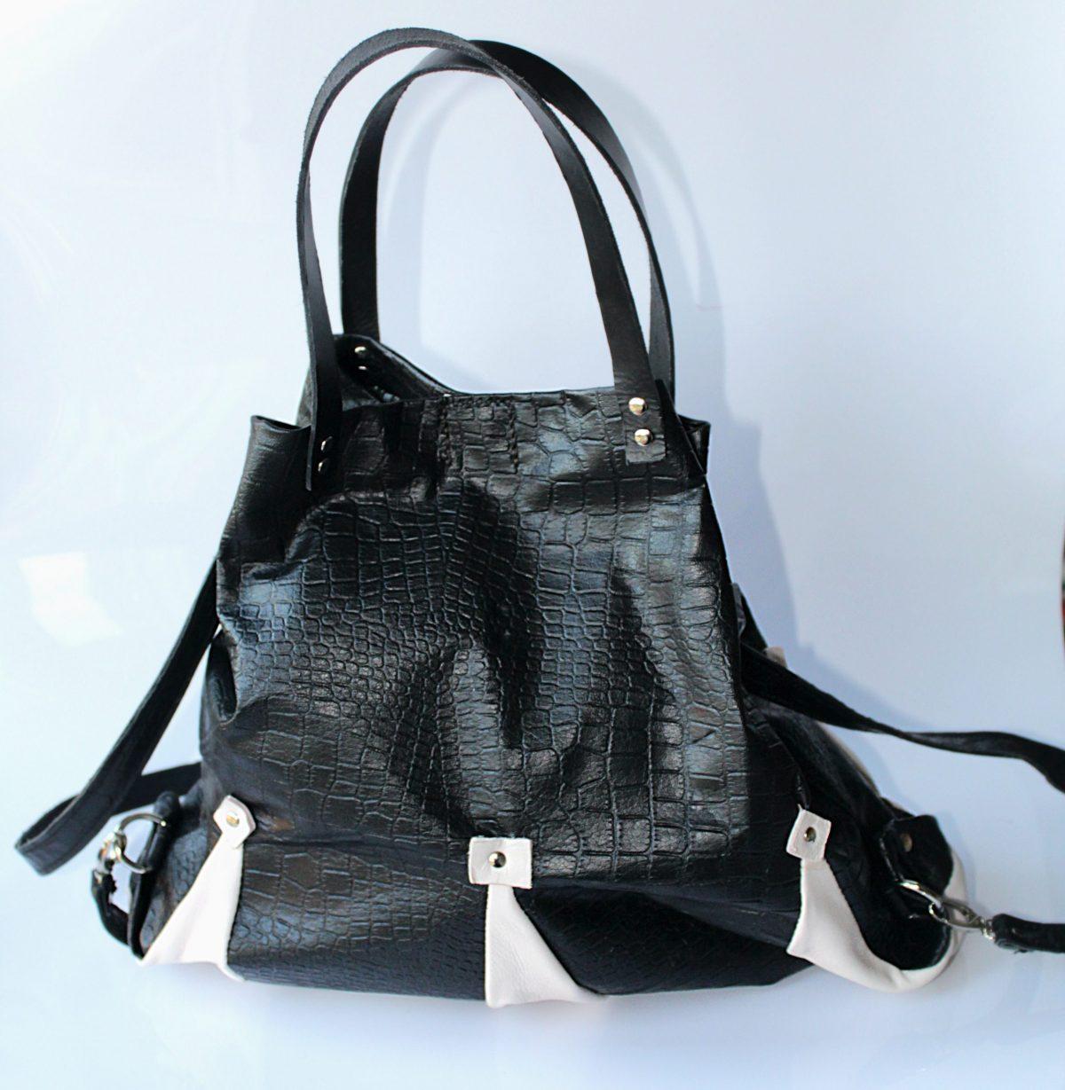 mochila en piel negra y blanca
