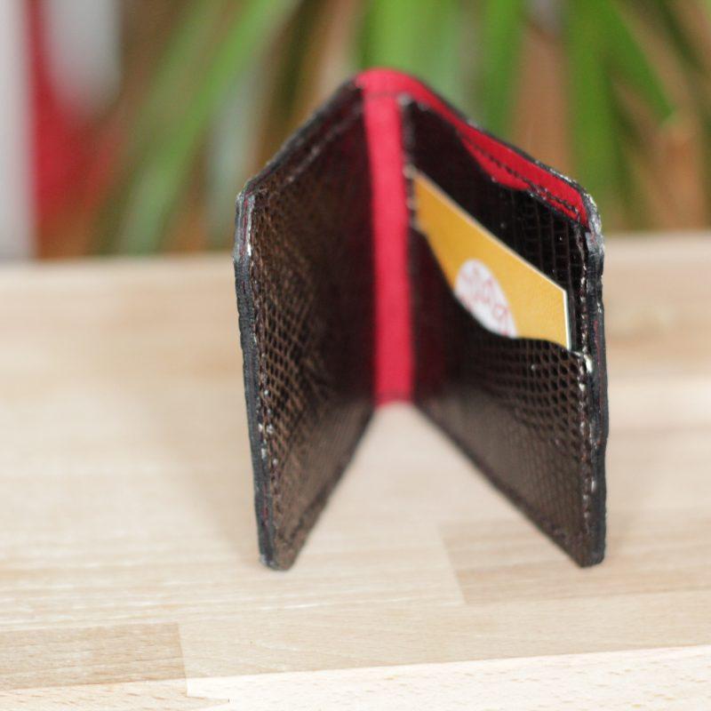 cartera billetera y tarjetero en piel grabada